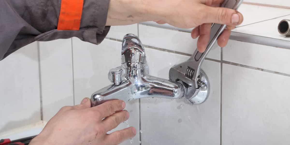 Plombier pas cher pour une réparation fuite baignoire Iville (27110) d'urgence