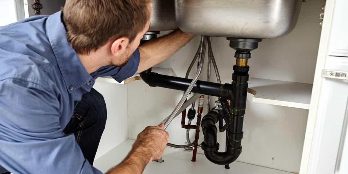 Réparation fuite d'évier Iville (27110) par des mains expertes !